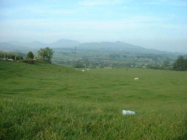Farmland, looking towards Craig-y-garn