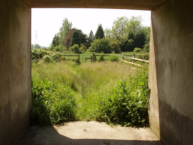 Footpath through tunnel under M40, Tetsworth