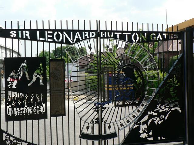 Sir Leonard Hutton Gates, right pair
