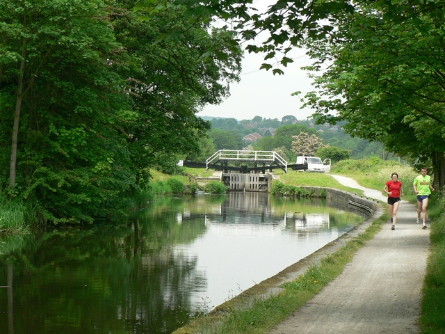 Approaching Kirkstall Lock, Leeds and Liverpool Canal