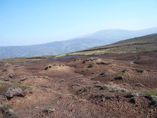 Eroded peat bog on the SE shoulder of Creag nan Gabhar.