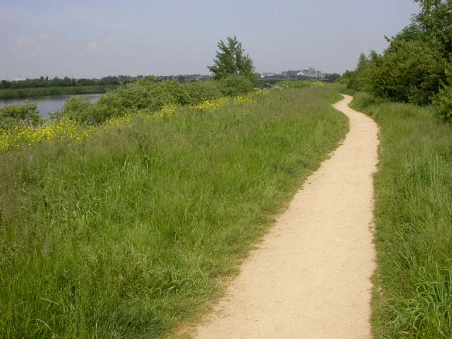 Footpath near the Grand Union Canal