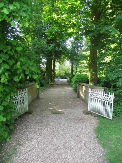 Path to Wistow church