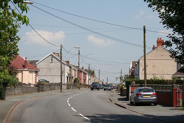 Grovesend: housing on the B4296