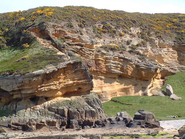 Sandstone Geology at Clashach Cove