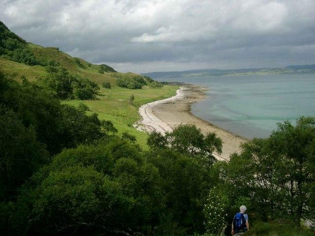 Descending towards the shore at Slisneach