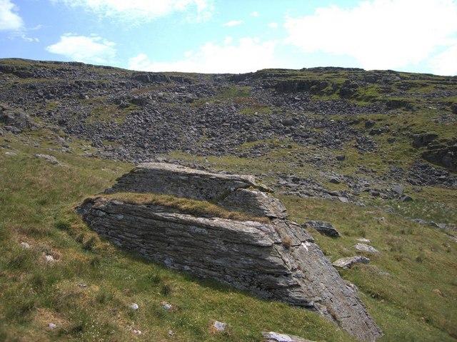 Rocky hillside north of Llyn Dywarchen