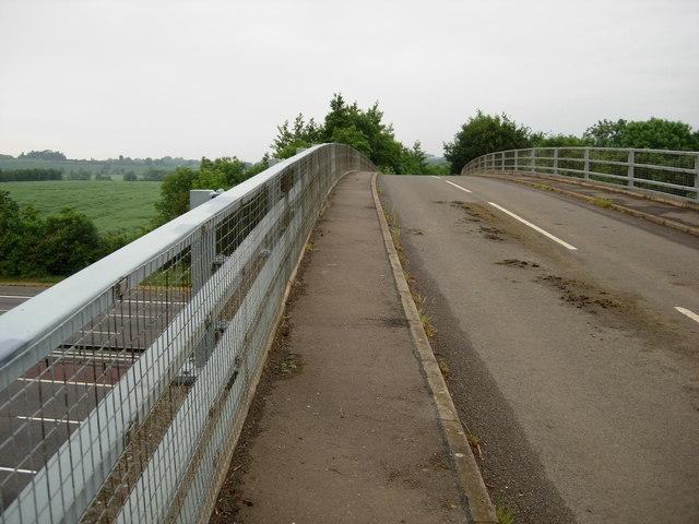 M40 Bridge, Warmington