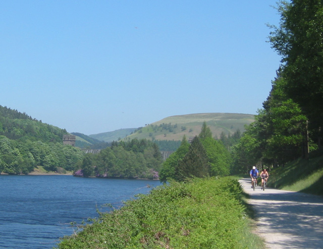 Cyclists at Derwent Reservoir
