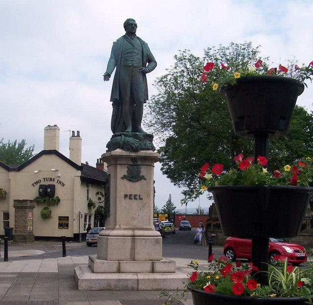 Peel statue Bury