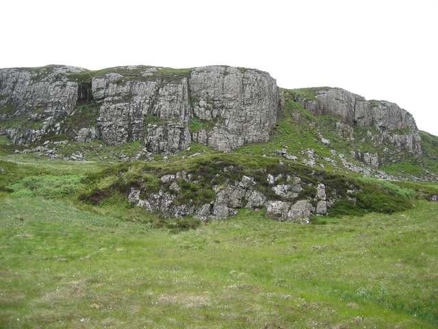Inland cliffs above Rubha nan Clach
