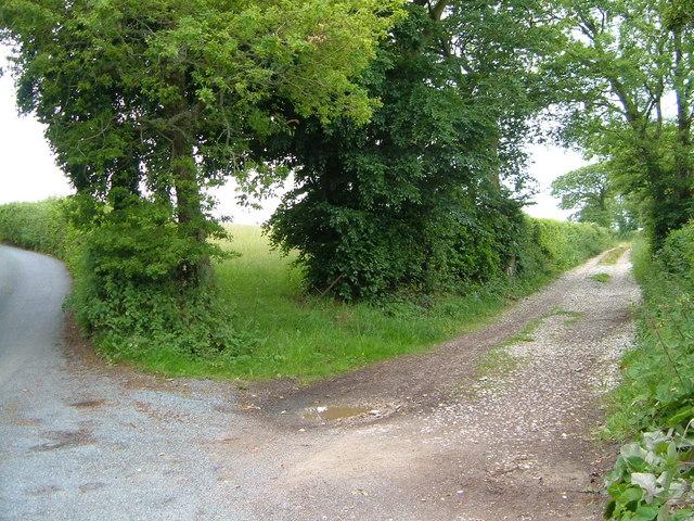 Lane junction near Heath Cross