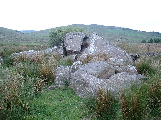 Meini Hirion near Ynys y Pandy