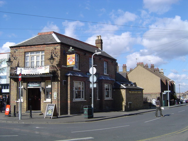 The Estcourt Tavern, Watford