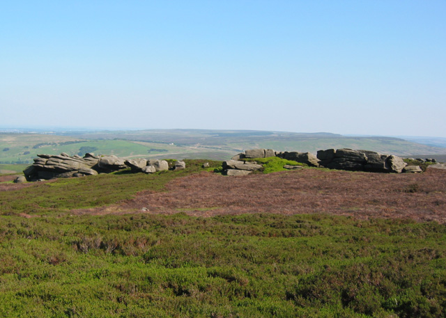 Minor gritstone edge by Back Tor