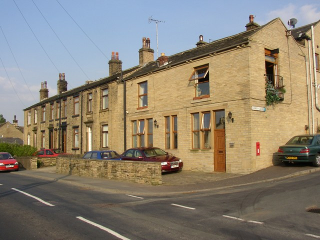 Former Co-op shop and terrace houses, Lower Edge Road, Elland