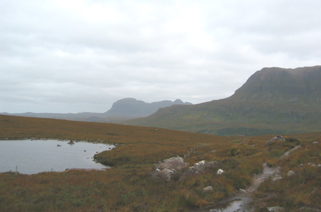 Lochan Fhionnlaidh, with Suilven and Cul Mor behind