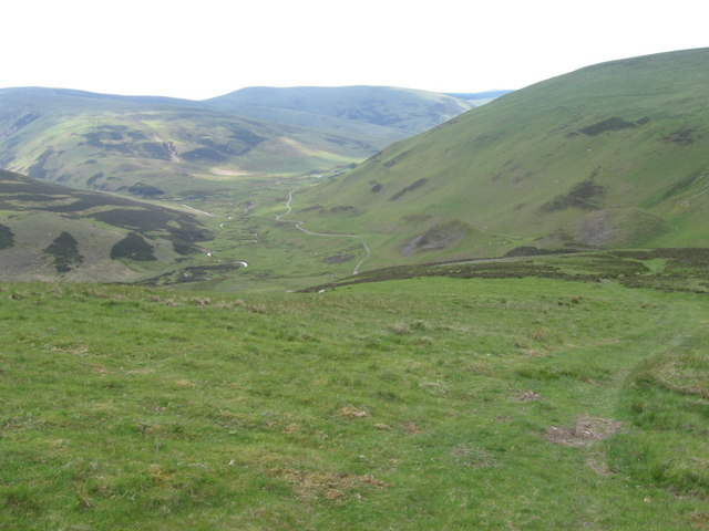 Looking down Whitecamp Brae towards Campshead