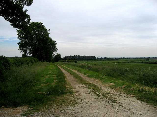 Footpath to Drewton Farm