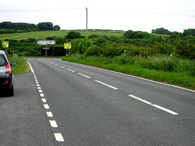 Road from North Cave to the A1034