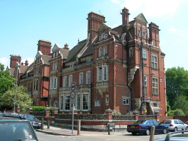 Building on Corner of Endlesham Road SW12