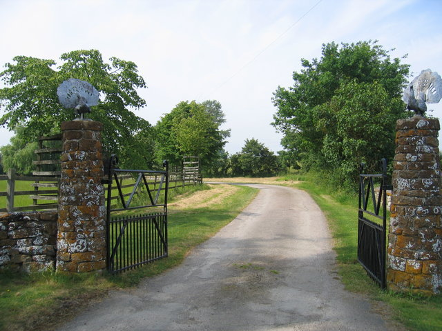 Gateway to Oxhill Manor