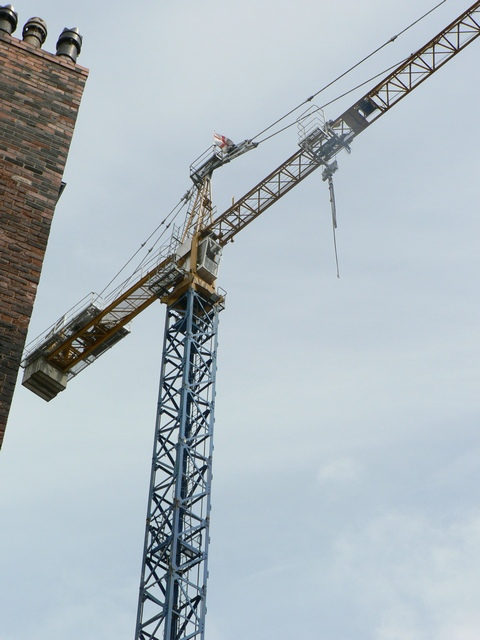 Tower crane between Harper St & New York St, Leeds