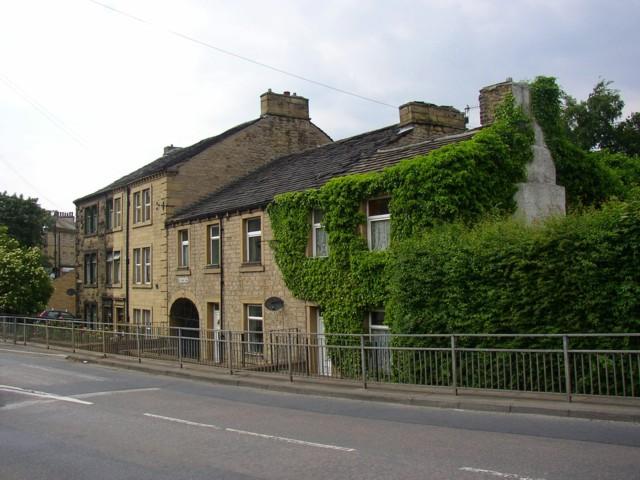 Houses at the foot of Lockwood Scar, Salford, Almondbury