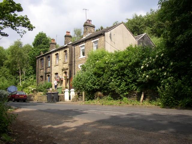 Houses at Spa Wood Top on Whitehead Lane, near Lockwood