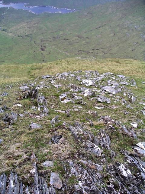 Boulder field and surface strata, Choire nan Eiricheallach