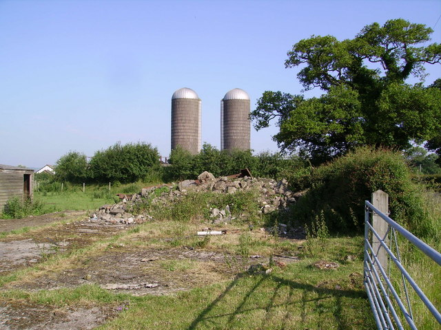 Silos near Dodleston