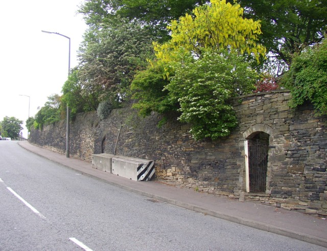 Buttressed retaining wall, Wakefield Road, Lightcliffe, Hipperholme