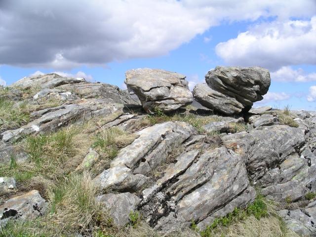Perched boulders, NNE ridge Gairich