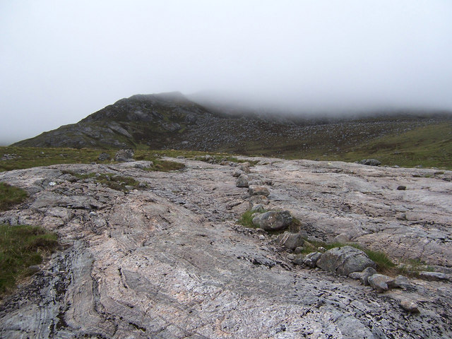 The stalker's path leading to Carn Ghluasaid