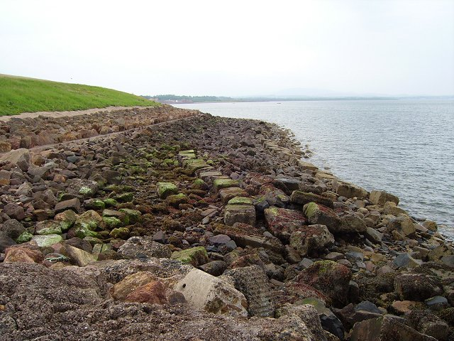 Sea wall, The Humlocks