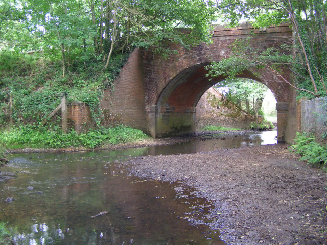 Railway arch allowing the Beaulieu River to pass under the tracks (2)