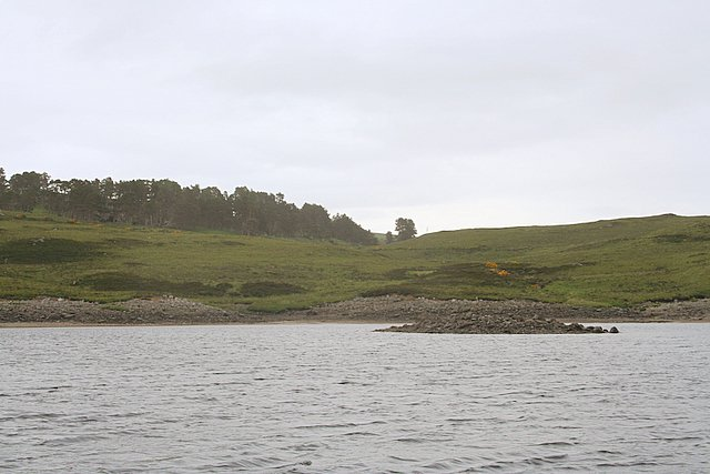 Burn mouth to the north east of Cnoc Bhinn bay.