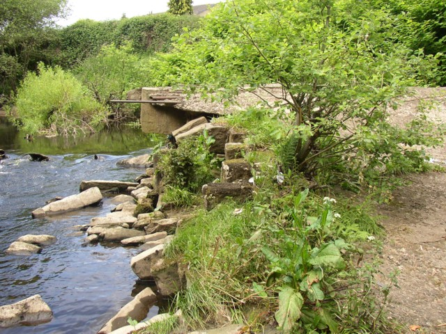 Remains of weir, Copley, Skircoat (Halifax)
