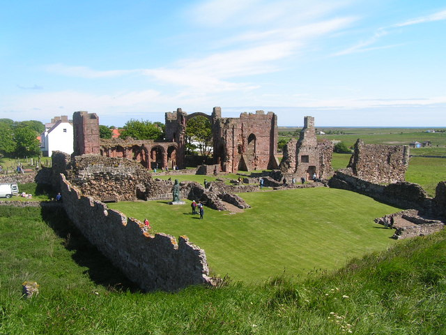 Ruins of Lindisfarne Priory & St Aidan's statue