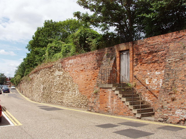 Roman wall repaired after civil war siege, Colchester