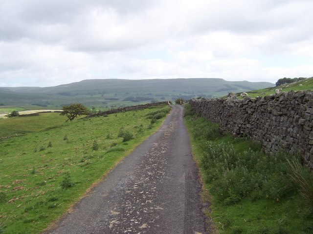 Access Lane by Hawes Pasture