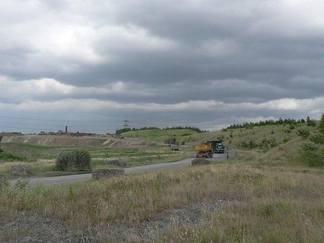 Road by reclaimed opencast colliery, Kirkthorpe