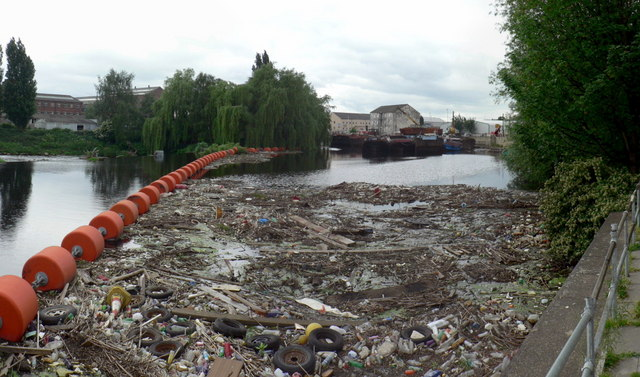 Rubbish in the River Calder, Wakefield