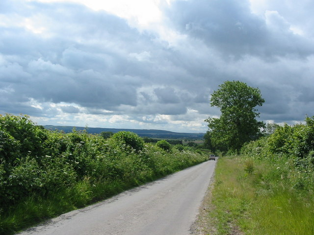 Country lane going south from Thornton-le-Dale