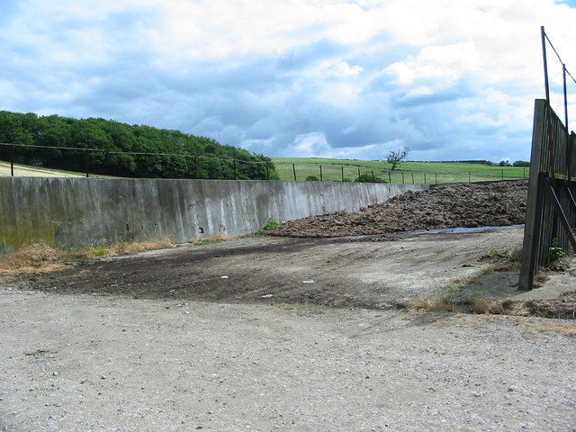 Storage pit for farm manure near A170 road