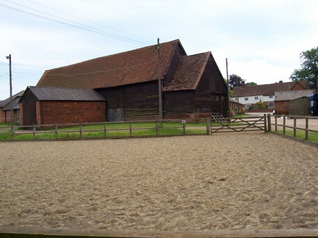 Horse exercise ground at Kimpton Hall Farm