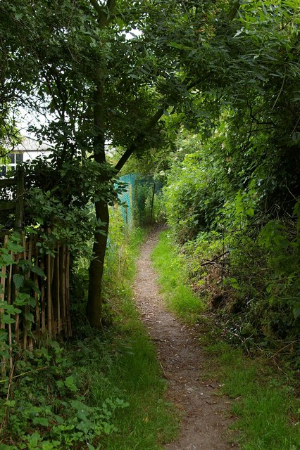 Footpath near Ridge Farm