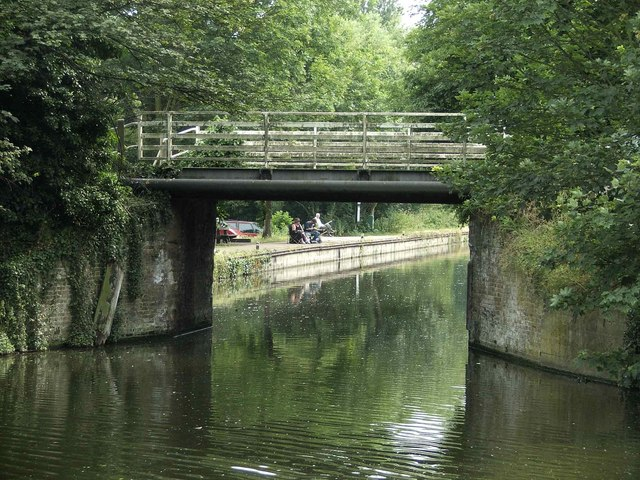 Bridge where Dobb's Weir Road passes over River Lee Navigation