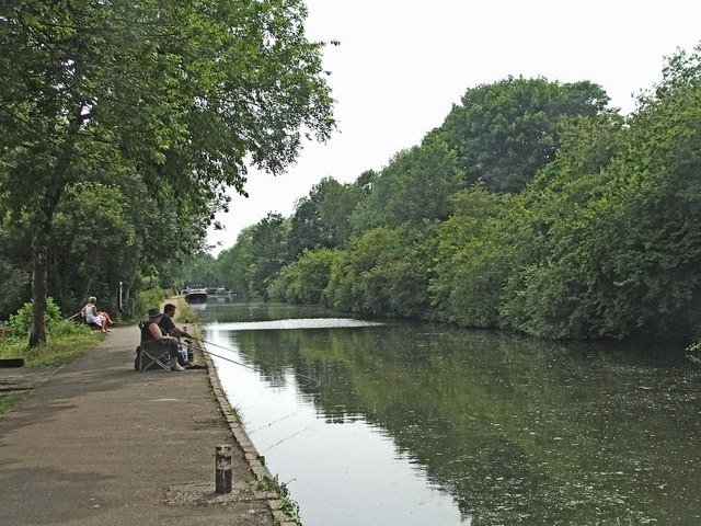 River Lee Navigation at Dobb's Weir