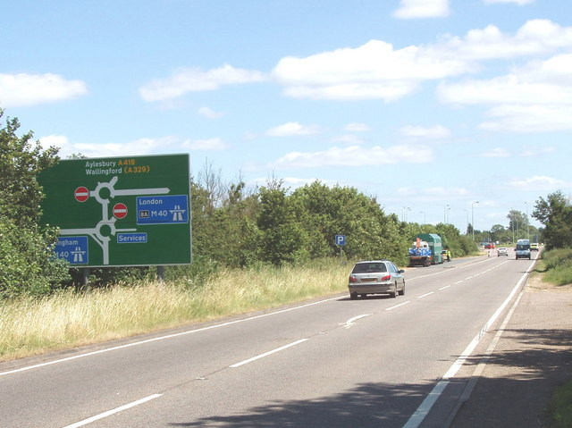 A418 crosses the M40 near Wheatley